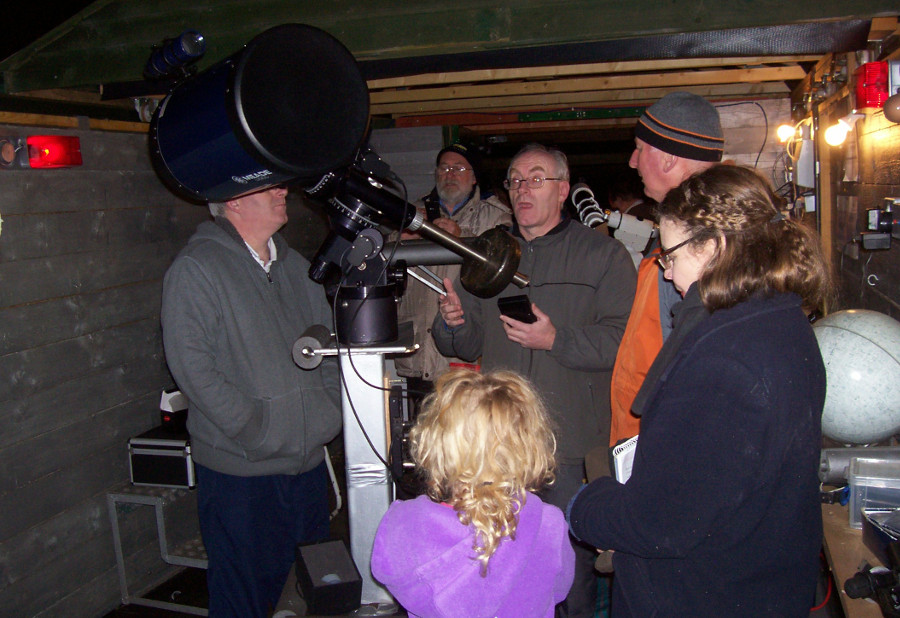 Demonstrating the Ten Inch reflector telescope